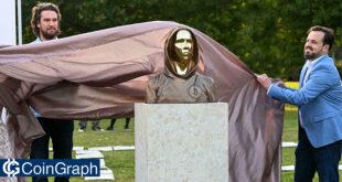 رونمایی از مجسمهساتوشی ناکاموتو در مجارستان!